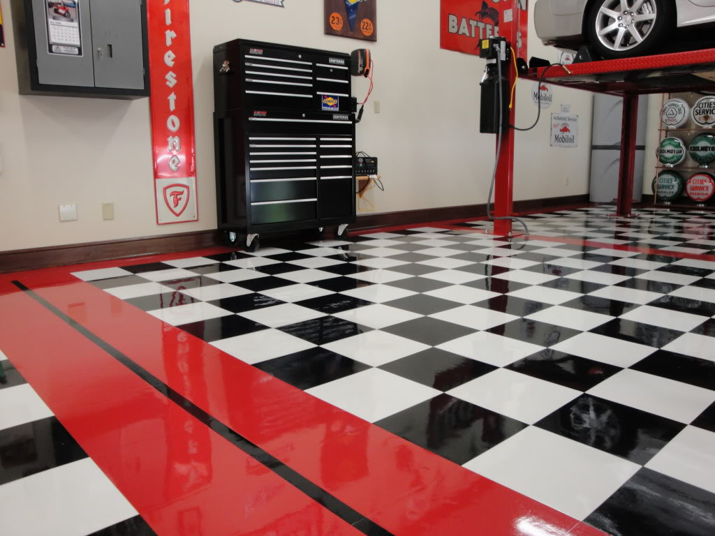 A VCT tile flooring in a service garage.